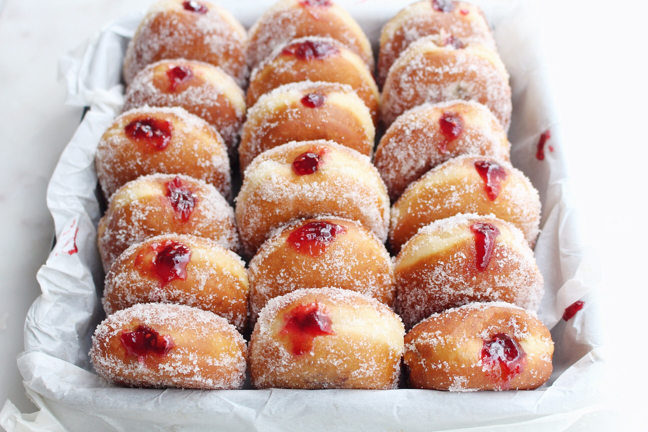 20 Steps On How To Make A Jelly Jammed Doughnut